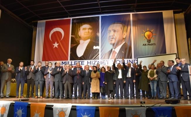 Akhisar AK Parti'de yeni başkanı İbrahim Sayın oldu