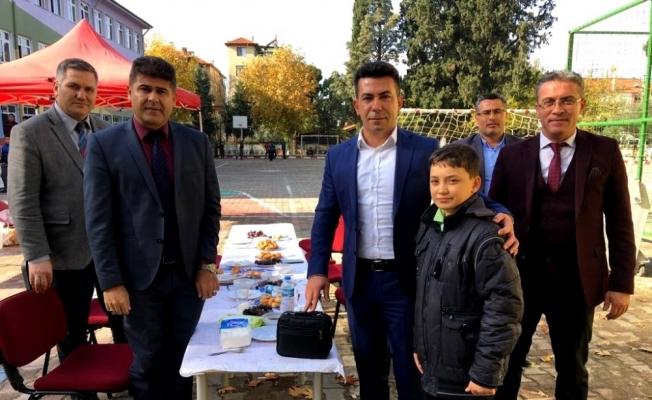 Kaymakam Kılınç'ta başarılı öğrenciye laptop