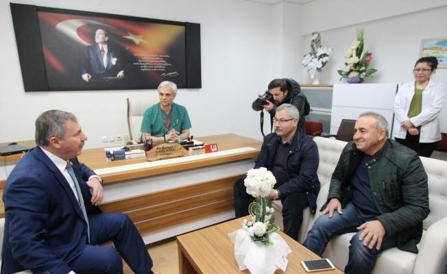 Milletvekili Özdağ'dan kahraman ambulans şoförüne ziyaret
