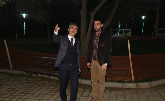 Turgutlu'da parklar ışıklandırıldı