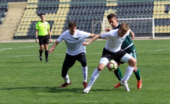Akhisarspor'un gençleri Konya'yı 5-4'le geçti
