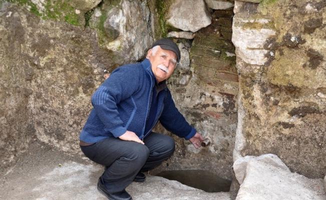 Kırkağaç'ta tarihi çeşmeyi gün yüzüne çıkardı