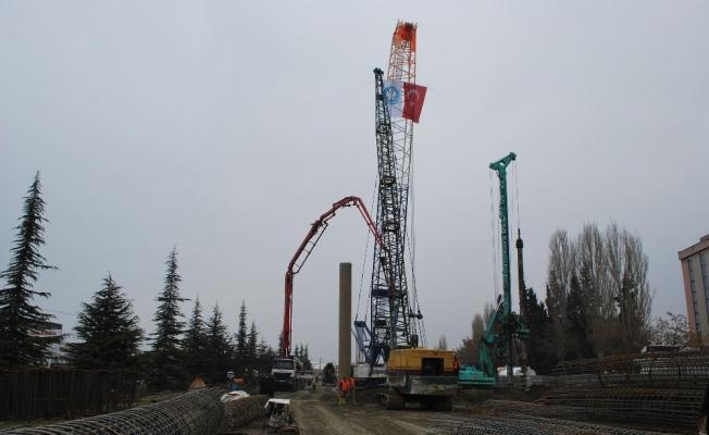 Köprülü kavşak inşaatında çalışmalar hız kazandı
