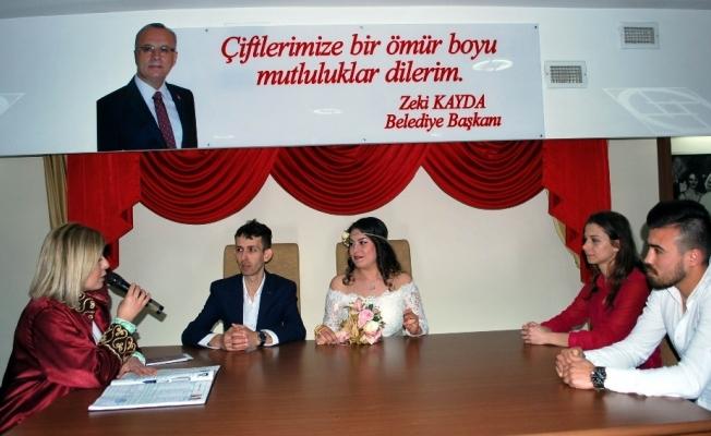 Salihli'de 14 çift Sevgililer Günü'nde 'evet' dedi