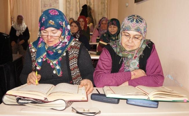 Sarıgöl'de Kur'an kurslarına yoğun ilgi