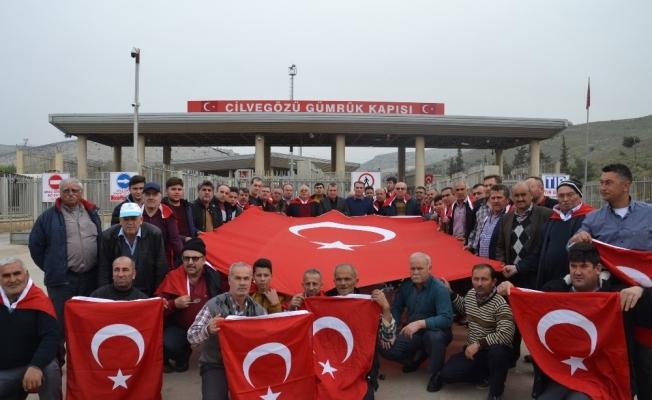 Saruhanlı esnafından Suriye sınırında Mehmetçik'e destek