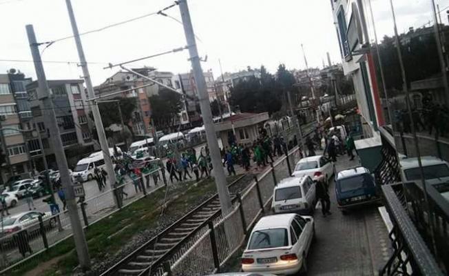 T.M. Akhisarspor ile Bursaspor taraftarı arasında çıkan olayda iki kişi yaralandı