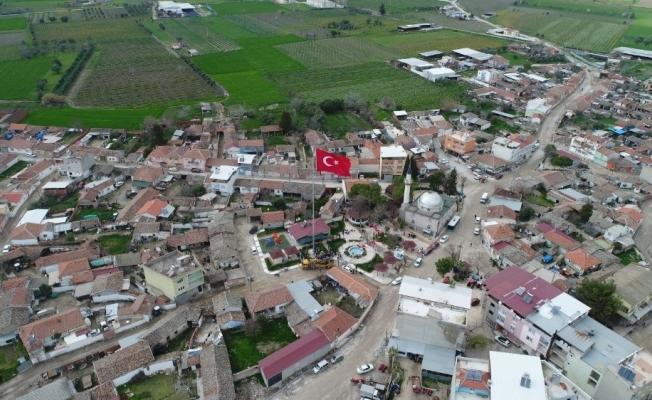 40 metrelik Türk Bayrağı Paşaköy'de dalgalanıyor