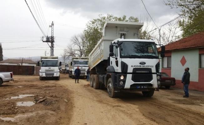 Alaşehir Belediyesinden iki mahallede yol çalışması