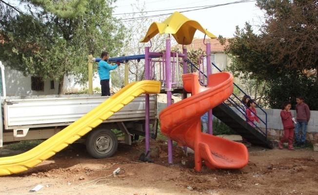 Alaşehir'de her mahalleye çocuk oyun grubu