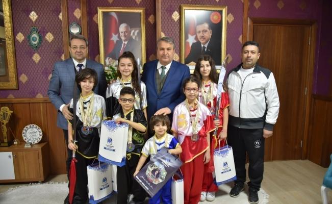 Başarılı wushuculardan Başkan Çerçi'ye teşekkür