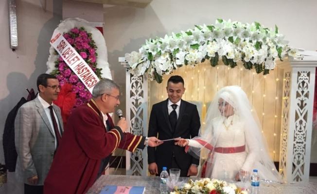 Genç çiftin nikahını Başkan Yaralı kıydı
