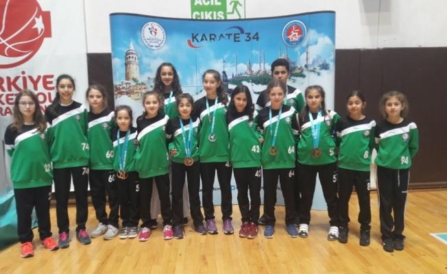 Salihlili karateciler İstanbul'dan 8 madalyayla döndü
