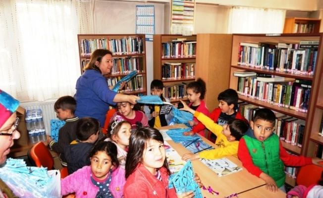 Sarıgöl'de öğrenciler kütüphaneye akın etti