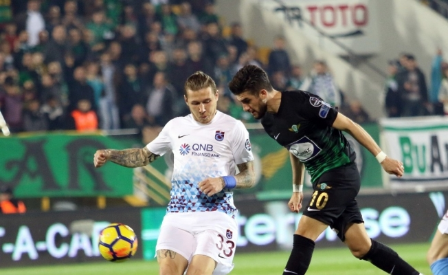 Süper Lig: T.M. Akhisarspor: 0 - Trabzonspor: 1 (İlk yarı)