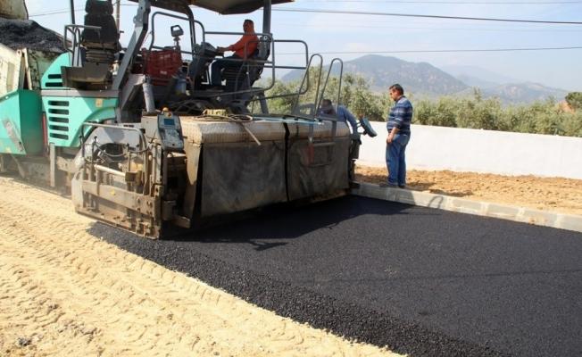 Alaşehir Belediyesi sıcak asfalt sezonunu açtı