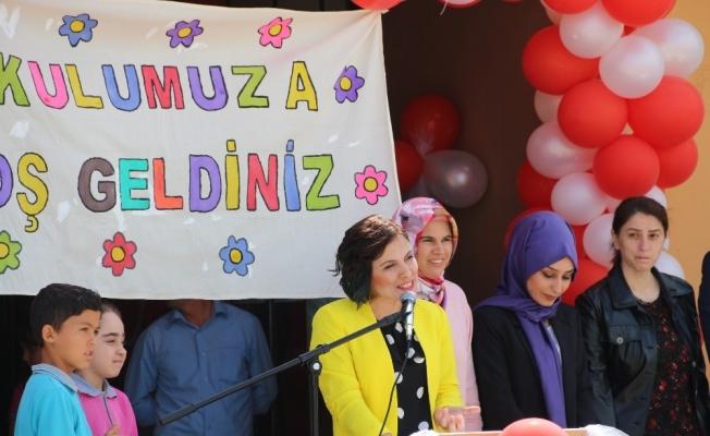 Demirci İcikler Mahallesinde Okul Kütüphanesi Törenle Açıldı