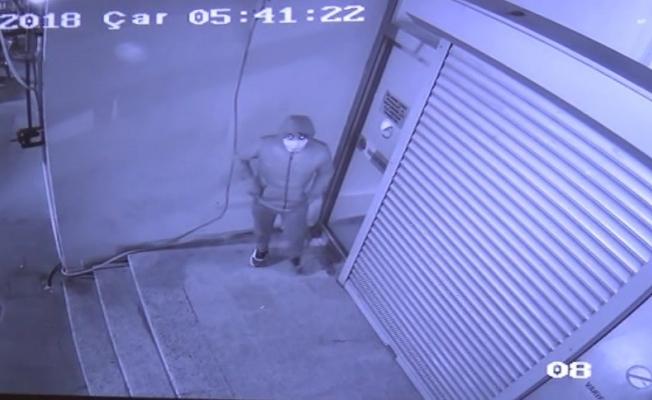 İş hanındaki 4 iş yerine hırsız girdi