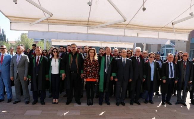 Manisa Barosu Avukatlar Gününü kutladı