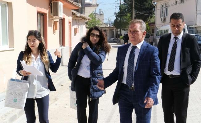 Manisa Büyükşehir'in 'Sosyal Doku' ekibi kapı kapı geziyor