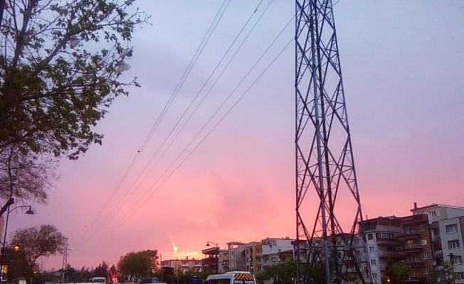 Manisa'da gökyüzü kızıla boyandı