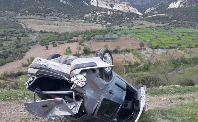 Manisa'da yoldan çıkan otomobil uçuruma yuvarlandı: 4 yaralı