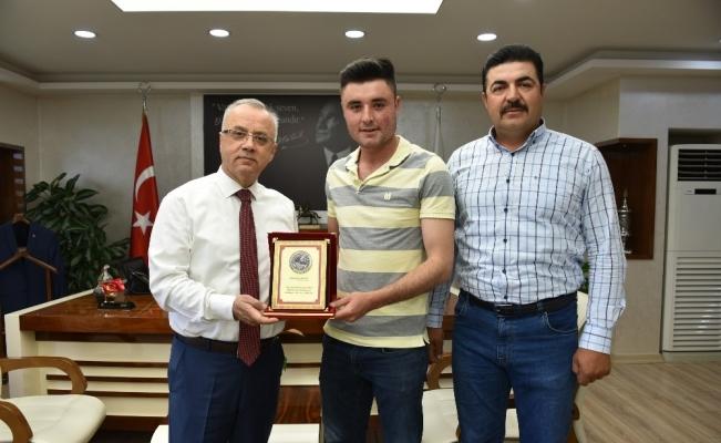 Mehmetçik'ten Başkan Kayda'ya plaketli teşekkür