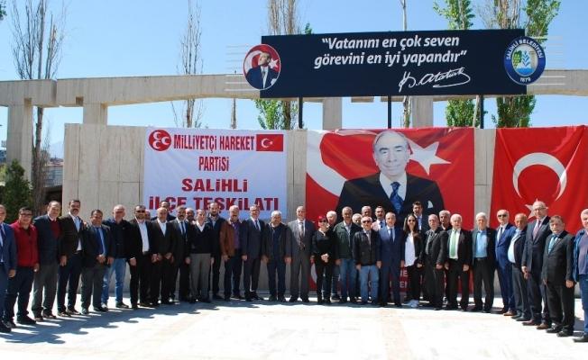 Salihli MHP'den Türkeş için lokma hayrı