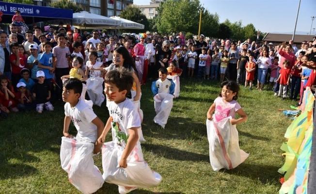 Salihli'de çocuk şenliği yapıldı