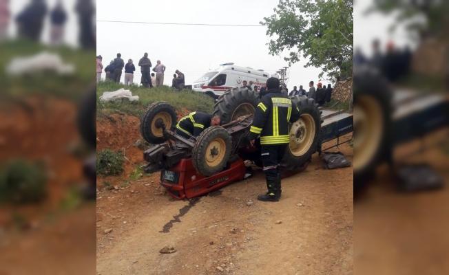 Salihli'de traktör devrildi: 2 yaralı