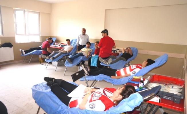 Sarıgöl'de öğrencilerden kan bağışı