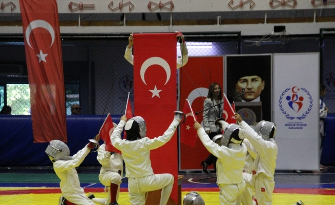 19 Mayıs Atatürk'ü Anma, Gençlik ve Spor Bayramı Manisa'da salonda kutlandı