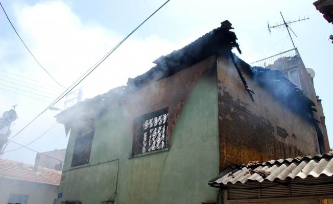 Manisa'da kahreden yangın: 2 kardeş yanarak can verdi