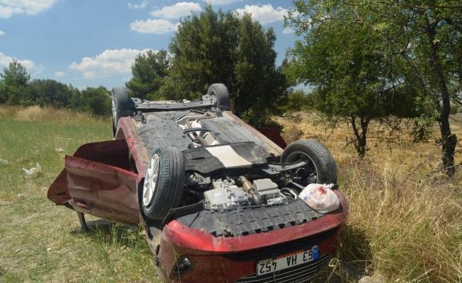 Virajı alamayan otomobil tarlaya uçtu: 5 yaralı