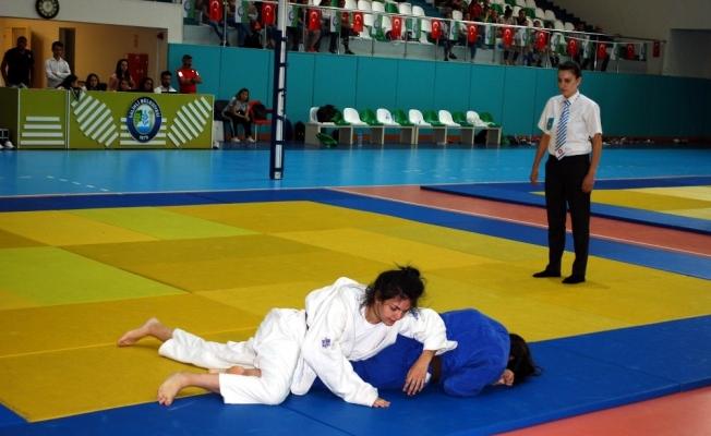 Judocular demokrasi şehitleri için mindere çıktı