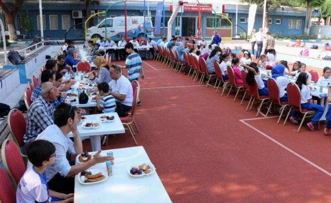 Spor İl Müdürü Öztürk ve İl Müftüsü Cihan yaz okulu sporcularıyla buluştu