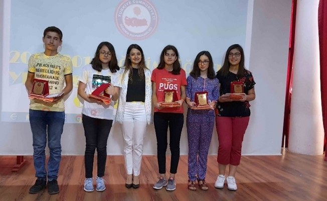 Gördes'te LGS'de başarılı olan öğrenciler ödüllendirildi
