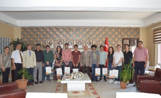 Kaymakam Çorumluoğlu'ndan YKS'de dereceye giren öğrencilere altın