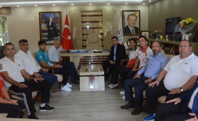 İl Müdürü Öztürk, Manisa Büyükşehir'in şampiyonlarını ağırladı
