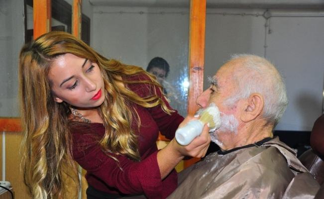 Gönüllü kuaförlerden yaşlılara saç ve cilt bakımı