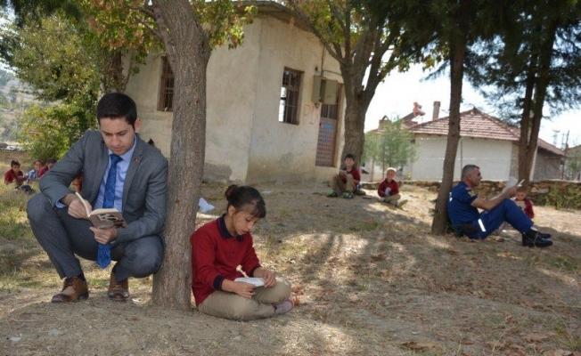 Kaymakam İrdelp öğrencilerle kitap okudu