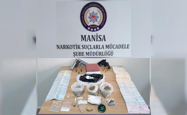 Manisa'da uyuşturucu satıcısı 3 zanlı tutuklandı