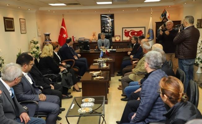 Başkan Şirin'den Kosova Büyükelçisi Spahiu'ya Türk Bayrağı