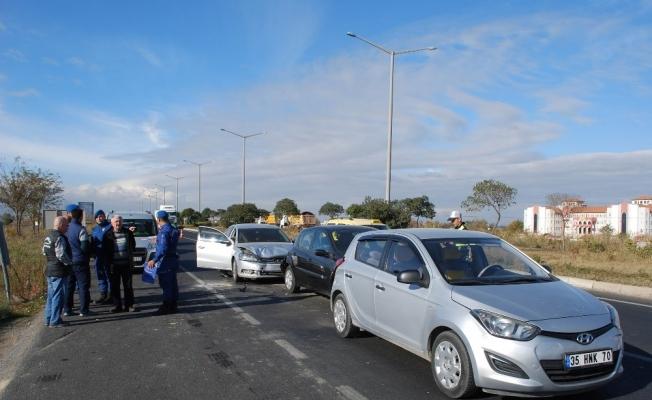 Manisa'da 4 araçlı zincirleme kaza: 3 yaralı