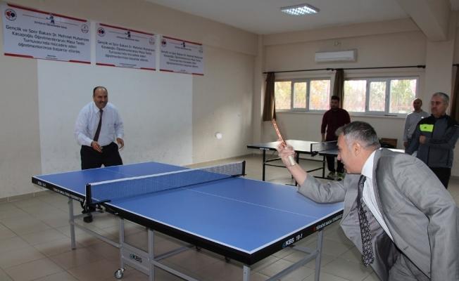 Öğretmenler arasında masa tenisi turnuvası düzenlendi