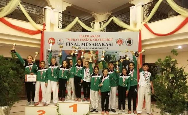 Salihlili karateciler 13 madalya kazandı