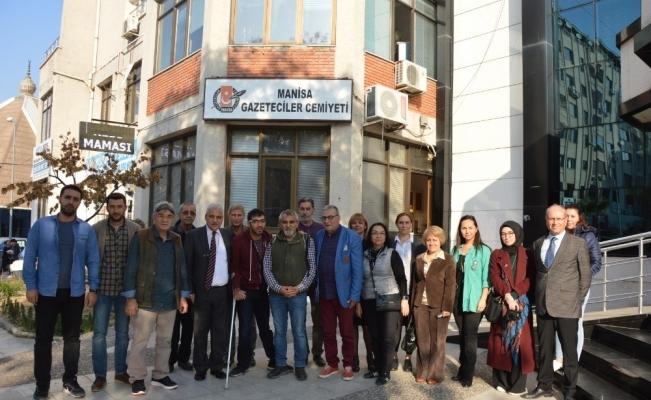 Vali Güvençer Manisalı gazetecilerle vedalaştı