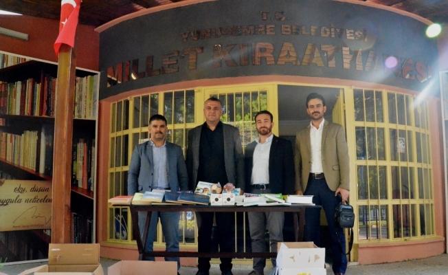 Yunusemre'deki 'Millet Kıraathanesi'ne kitap desteği