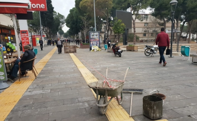 Alaşehir'de görme engelli yolları yenileniyor