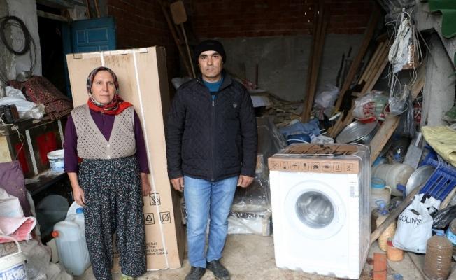 Evleri yanan aileye eşya desteği